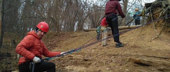 Занятия по спуску-подъёму по веревке